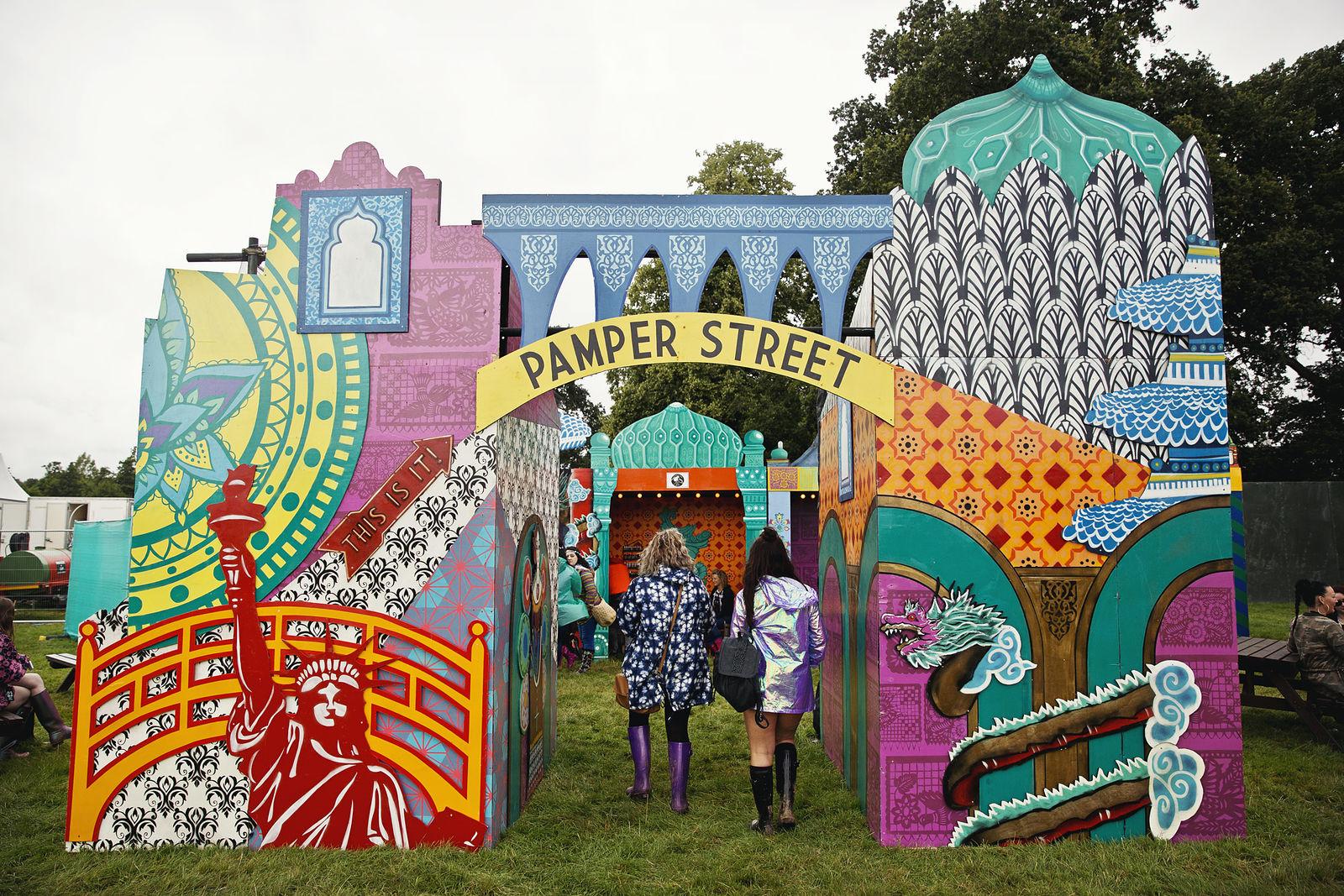 V Festival 2016 - PAMPER STREET