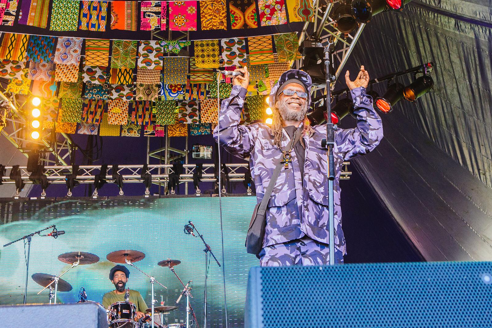 Macka B & The Roots Ragga Band